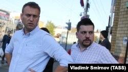 Russian opposition leader Aleksei Navalny (leftL) and Leonid Volkov (file photo)