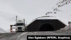 Төө-Ашуудагы тоннел деңиз деңгээлинен 3200 метр бийиктикте жайгашкан.