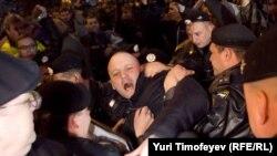 Милиция задерживает Сергея Удальцова