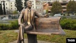 Монумент Рейгану в Тбилиси