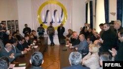 Yanvarın 9-da müxalifət partiyaları və vətəndaş cəmiyyəti institutları bir araya gələrək 18 mart referendumunu müzakirə etdilər