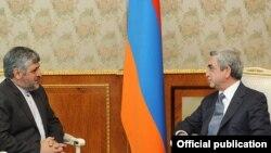محمدرضا شیبانی (چپ) در دیدار با رئیس جمهور ارمنستان در سال ۲۰۱۱