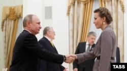 Ксения Собчак на встрече Владимира Путина с кандидатами в президенты России в Кремле, 19 марта 2018 года