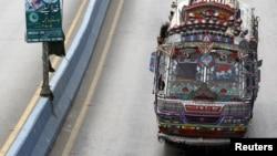 Автобус в Пакистане. Иллюстративное фото.