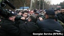 Правозащитники призывают прекратить участившиеся факты давления на представителей местного самоуправления