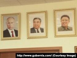 Фотографии Владимира Путина и бывших северокорейских лидеров Ким Ир Сена и Ким Чен Ира в хабаровской школе в 2015 году