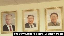 Фотопортреты Владимира Путина, Ким Ир Сена и Ким Чен Ира на стене школьного класса в хабаровской гимназии №5