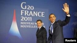 """Президент Франции Николя Саркози (слева) и президент США Барак Обама прибывают на саммит """"Большой двадцатки"""". Канны, 3 ноября 2011 года."""