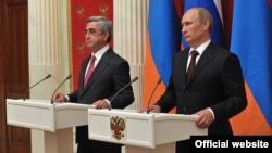 Russia - President Vladimir Putin (R) and his Armenian counterpart Serzh Sarkisian at a joint news conference after talks in the Kremlin, 08Aug2012.