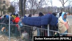 Vojska apelovala na migrante da, pre svega zbog lične bezbednosti i zdravlja, prihvate pomoć i smeste se u prihvatne centre širom Srbije