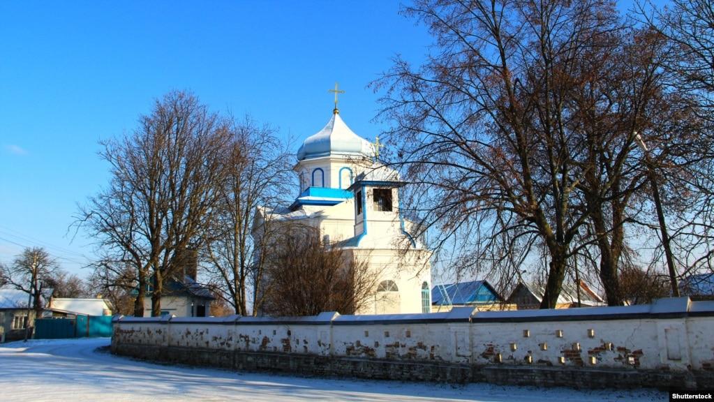 Церква Зачаття Анни в селищі Погарі. Цегляна церква з елементами українського бароко побудована на межі XVIII-XIX століть