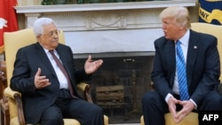 U.S. President Donald Trump (right) meets with Palestinian Authority President Mahmud Abbas in the White House in Washington on May 3.
