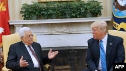 Президент Дональд Трамп палестин лидери Махмуд Аббас менен Ак үйдө жолуккан учур. 3-май, 2017-жыл.