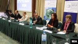 """Форум на тема """"Политички дијалог меѓу младите политичари во Македонија."""