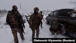 Українські військові поблизу села Травневого, кінець листопада 2017 року