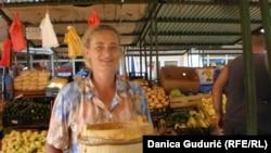 Prodavačica sira na pijaci u Priboju