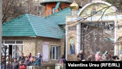 У монастыря в Сахарне, Резинский район