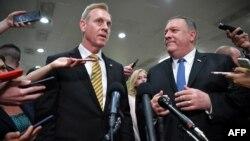 Ministrul în exercițiu al apărării Patrick Shanahan și secretarul de sta Mike Pompeo, la încheierea audierilor din Congres, Washington, 21 mai 2019