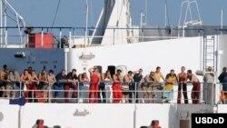 Команда судна «Фаїна» захопленого піратами у водах поблизу Сомалі, 3 жовтня 2008 р.