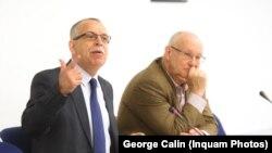 Victor Bostinaru și Ioan Mircea Pascu, într-o dezbatere din 2014. Atunci erau pe listele pentru europarlamentare, acum au ratat.