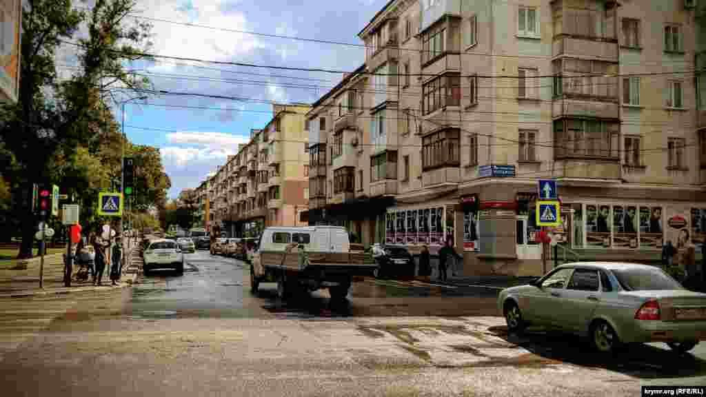 Продовження вулиці Самокиша. Тут вона перетинається з проспектом Кірова, який веде в бік Центрального ринку