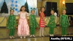 107нче бакчадан балалар чыгышы
