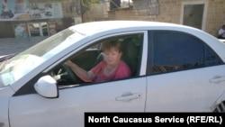 Елена Барзукаева в машине