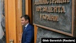 Андрій Богдан заявляв, що у випадку призначення його на якусь державну посаду, він завершить свою адвокатську практику