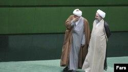 روح الله حسینیان (راست) و مرتضی آقا تهرانی، نمایندگان تهران در صحن علنی مجلس شورای اسلامی