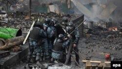 Сотрудники спецподразделения украинской милиции на Майдане Незалежности. Киев, 19 февраля 2014 года.