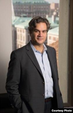 Барнард-колледждің саясаттану профессоры, Колумбия университетіндегі Харриман институтының директоры Александр Кули.