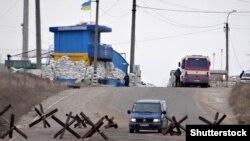 КПП біля Лисичанська. Березень 2015 року