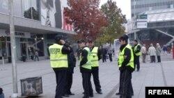 Полицајци во центарот на Скопје