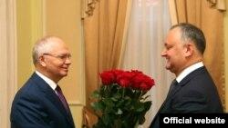 Președintele Dodon la o întîlnire cu ambasadorul rus Farit Mukhametshin