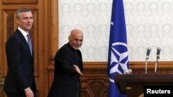 Ашраф Гані (П) та Єнс Столтенберґ, Кабул, 15 березня 2016 року