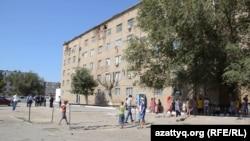 Здание общежития в Кызылорде. 4 августа 2015 года.
