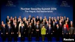 Спільне фото учасників саміту з ядерної безпеки, що відбувся в Гаазі у березні 2014 року