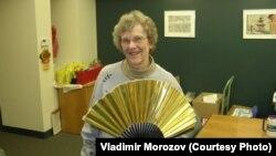 Этот веер Джеки Туба привезла из Японии (фото: Владимир Морозов)