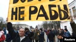 Protestuesit në Bjellorusi po kundërshtojnë një taksë të posaçme për të papunët
