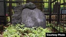 На могиле Хеллы Фришер на Введенском кладбище в Москве помимо дат рождения и смерти есть и дата ареста – 1937 год
