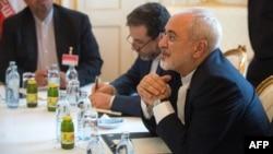 Ministri i jashtëm i Iranit, Mohammad Javad Zarif gjatë bisedimeve në Vjenë