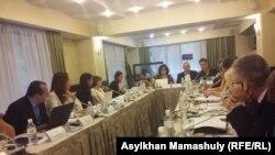 Участники рабочей встречи экспертов гражданского общества ОБСЕ по вопросам свободы выражения. Алматы, 13 сентября 2016 года.
