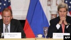 Վաշինգտոն-- ԱՄՆ պետքարտուղար Ջոն Քերրին (աջ) և Ռուսաստանի արտգործնախարար Սերգեյ Լավրովը ռուս-ամերիկիյան բանակցությունների ընթացքում, 9-ը օգոստոսի, 2013