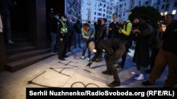 Акция по офисом Гордона в Киеве, 18 мая 2020 года