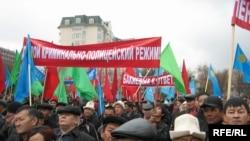 Дар шаҳри Бишкек якчанд ҳазор нафар раҳпаймоии эътирозӣ карданд