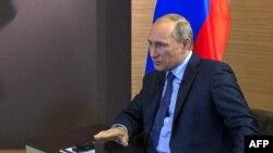 Владимир Путин дает интервью французским журналистам