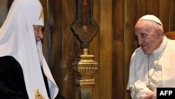 Папа римский Франциск (справа) и патриарх Московский и всея Руси Кирилл. Гавана, 12 февраля 2016 года.
