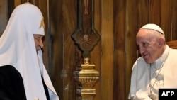 Папа Римский Франциск (справа) и Московский патриарх Кирилл. Куба, 12 февраля 2016 года
