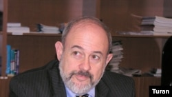B.Lovenkron: «Jurnalistlərə qarşı hücumlar qorxulu mühitin yaranmasına səbəb olub»