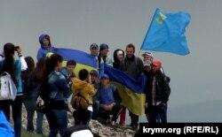 Сходження на гору Чатир-Даг у Криму, в пам'ять про жертв депортації. 16 травня 2015 року